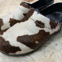 Sanita Women's Sz 38/8 US Pony Hair Cow Print Clogs Multicolor Cream Brown Shoes