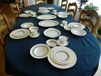 Royal Doulton Bone China Rondelay Dinnerware Set for 6 w/4 Serving Pieces    4-5