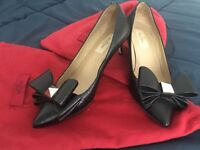 Authentic VALENTINO Black Leather with big bow Low Heel Pumps Size 36, US 6