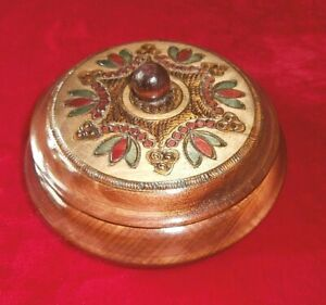 """VINTAGE HAND CRAFTED TREEN ROUND BOX ~ HAND CARVED & COLOURED ~ 7"""" diameter"""