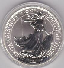 2000 Plata £ 2 una onza Britannia en perfecto estado con una cápsula