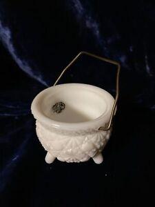 L E Smith DAISY & BUTTON White Milk Glass 3-Toed Kettle Original Tag