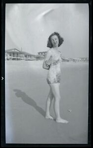 LQQK vintage 1940s negative, LOVELY OLD SCHOOL BEACH GAL MAKES FUNNY FACE #47