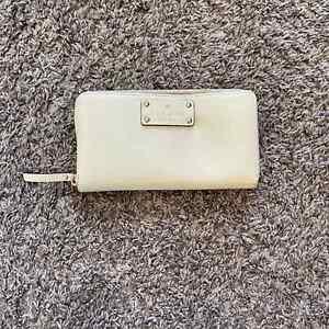 Kate Spade Clutch Wallet White Cream Zipper Gold Accent Multi Interior Pocket OS