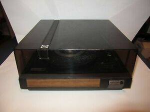 Vintage Realistic LAB 6 Turntable Auto-Manual Record Player w/ Shure M71MC Cart.