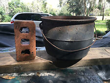 CAST IRON KETTLE BEAN POT, # 7-8. 3 LEGS UNIQUE CAULDRON SHAPE Georgia Tennessee