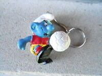 VINTAGE NOS KEYCHAIN (S20C-57) - SMURF with SOCCER BALL
