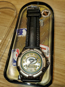 VINTAGE 1998 NFL GREEN BAY PACKERS FOOTBALL TEAM OFFICIALLY LICENSED WRIST WATCH
