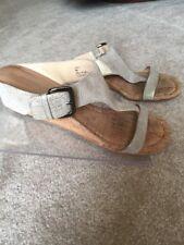 9f97fdf4425 DONALD J PLINER Doli Wedge Leather Silver Metallic Women Slides Thong  Sandals 9