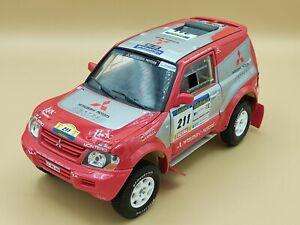 1/18 Mitsubishi Pajero Rallye Raid Paris Dakar 2004 Solido ref: 9022-04 No Box