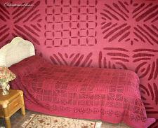 Très beau Couvre-lit 100% COTON motif ajouré coloris framboise - CL20