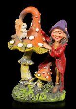Gartenfigur - Pixie Elfe mit Pilz und Eichhörnchen - Frecher Kobold Gnom Fee