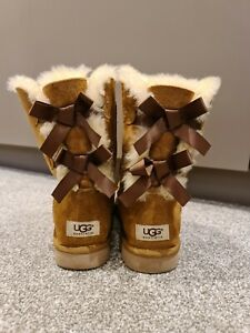 UGG Womens Bailey Bow Boots Size 6.5