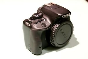 Canon EOS 100D (Camaera body, 3 batteries, standard and USB power supllier)