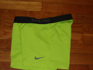 "NIKE PRO DRI-FIT VOLT 3"" COMPRESSION SHORTS WOMENS LARGE EXCELLENT CONDITION"