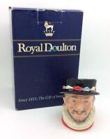 Royal Doulton Toby Personaje Jarra Beefater D6233 Vintage Porcelana de Colección