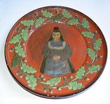"""Um 1900: Keramik Wandteller 40cm """"Marburger aufgelegte Ware"""" mit Trachtenmalerei"""