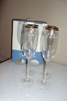 THE CELLAR 4 GOLD RIMMED CRYSTAL CHAMPAGNE FLUTES GLASS