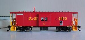 WALTHERS 932-40466 PLATINUM INTERNATIONAL CAR Co L&N BAY WINDOW CABOOSE #6450