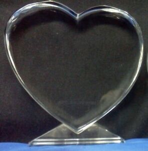 K-9 Blank scalloped edge Lg Crystal Heart for 2D/3D sub-surface engraving.
