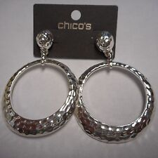 FANTASTIC CHICO'S EARRINGS SILVER CLASSIC HOOPS NEW ON CARD CLASSY  (( PIERCED )