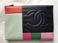 NUOVA edizione limitata CHANEL Trapuntato Imbottito Multicolore ZIP POUCH CLUTCH BAG