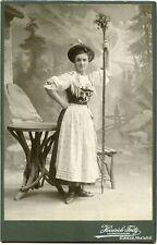 Hofphotograph Heinrich Fritz Greiz-  Kobieta w stroju regionalnym.  Kabinettfoto