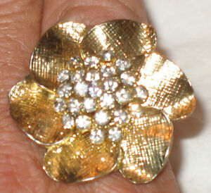 Pretty Big Bold Flower Cocktail Ring Stretchable Link Band Gold Tone
