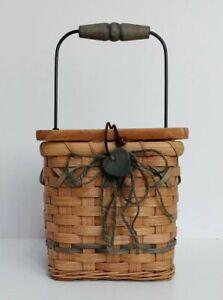 Vtg Country Woven Wicker Square Tissue Box Holder Handle & Lid Heart Farmhouse