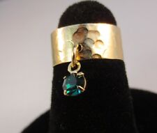 14 KT GOLD PLATED HAMMERED TOE RING WITH AN EMERALD ( MAY) CRYSTAL DANGLE