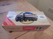 Camions miniatures argentés