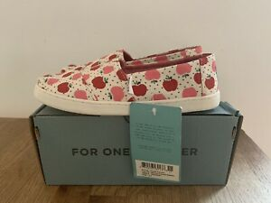 Toms shoes Size 1.5 Youth/girls  NEW