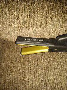 Vidal Sassoon Series Flat Iron Hair Straightener Model VS190 Gold Plated Bin D