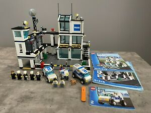 LEGO set 7744 Police Headquarters - Town City Police