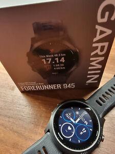 Garmin Forerunner 945 schwarz Triathlon-Uhr GPS Barometer Höhenmesser Karten