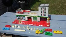 1950's 60's Tin Toy Marx Hi Test Service /Gas Station W/ Cars Figurines & Extras