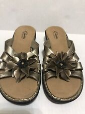 Clarks Bendables Gold Floral Wedge Sandals Women's Sz 6M