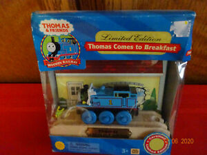 THOMAS & FRIENDS LIMITED EDITION THOMAS COMES TO BREAKFAST MADE OF REAL WOOD 200