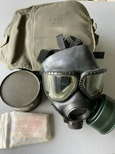US Military M40 Gas Mask with Extra Canister and Bag