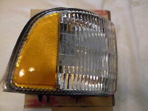CH2521119 94-02 Dodge Pickup w/o Sport Turn Signal Corner Light Right Side