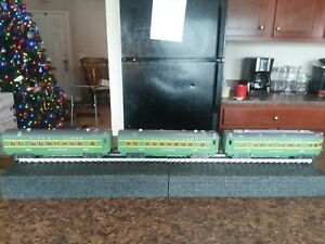 Lionel Nos. 2400, 2401 and 2402 Passenger Cars, Green/Gray Item# 212