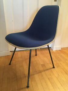 Eames Fiberglasstühle Blau guter Zustand