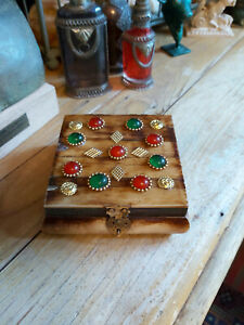 HANDMADE INDIAN ANTIQUE STYLE BONE SQUARE SHAPE BOX WITH COLOURED STONES