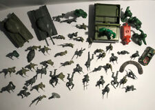 Vintage Lot Of Plastic Army Men And Accessories C2