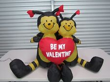 """Inflatable Valentine's Day two bees holding a heart saying """"be my valentine"""""""