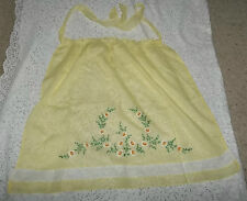 VINTAGE YELLOW ORGANDY APRON EMBROIDERED WHITE, YELLOW DAISIES, GREEN LEAVES VER