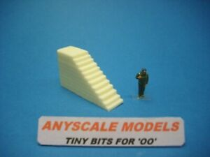 OO Railway 1:76 scale 4mm. Harbour quay side steps 30mm tall (0262)
