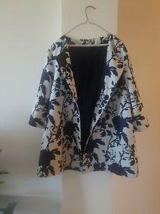 White With Black Flowers Print Women's Blazer Size 1X. Made In Turkey