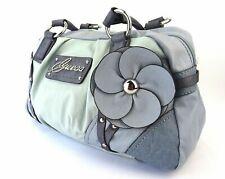 Guess Tasche Damen hellblau silberfarben Blume Nieten blau Schultertasche