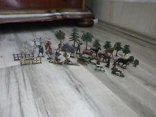 Konvolut 47 alte Zinnfiguren, Indianer, Tiere, Bäume, Soldaten, Jäger, Zelt Zaun